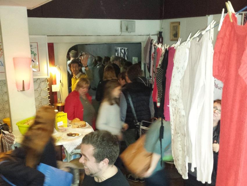 Вечеринка по обмену вещей, так называемая clothing swap party, классная возможность обновить гардероб без ущерба окружающей среде